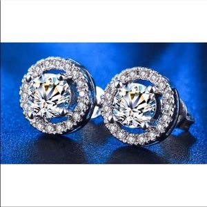 Jewelry - 2ct. Simulated Diamonds 💎 Halo Stud Earrings